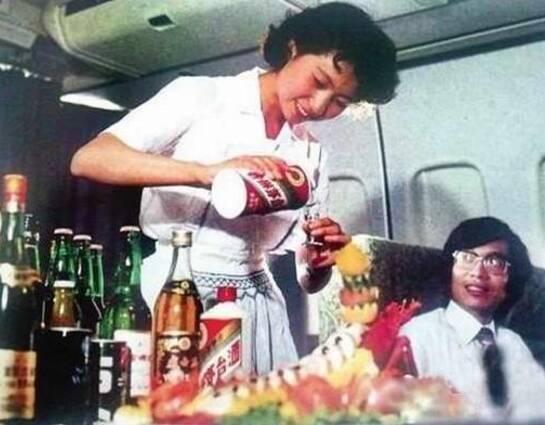 70年代中国国际航班:茅台做赠饮