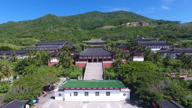盛唐建筑风格的南山寺,坐落在海南最大规模的国家5a级旅游景区内.