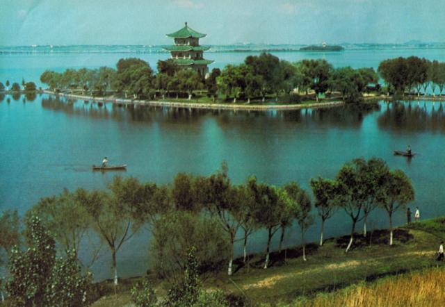 老照片: 1979年的武汉 东湖风景区一湖碧水清澈见底