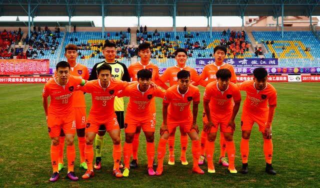 青岛中能队中乙联赛首秀 艰难战胜黑龙江 乔伟光现身