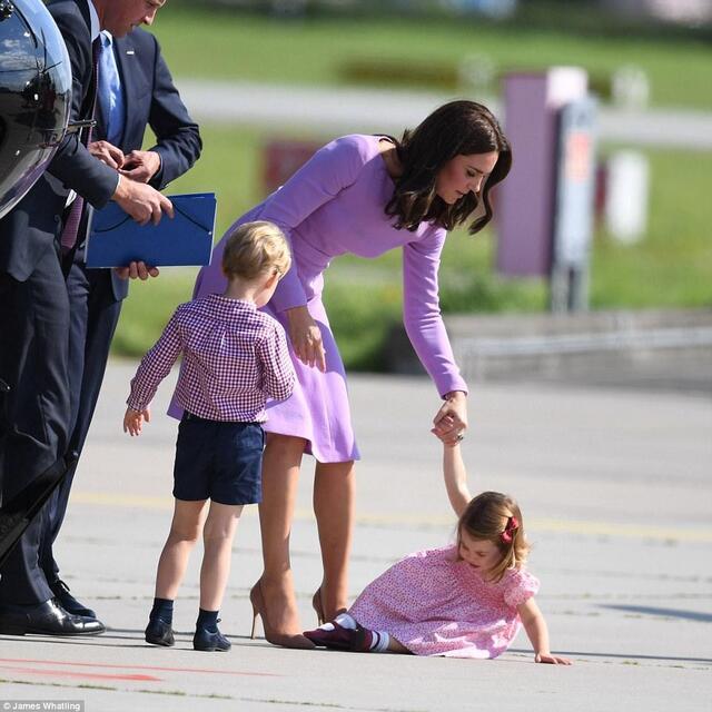 免费色小公主逼_凯特王妃透露公主的小秘密:夏洛特最喜欢粉红色