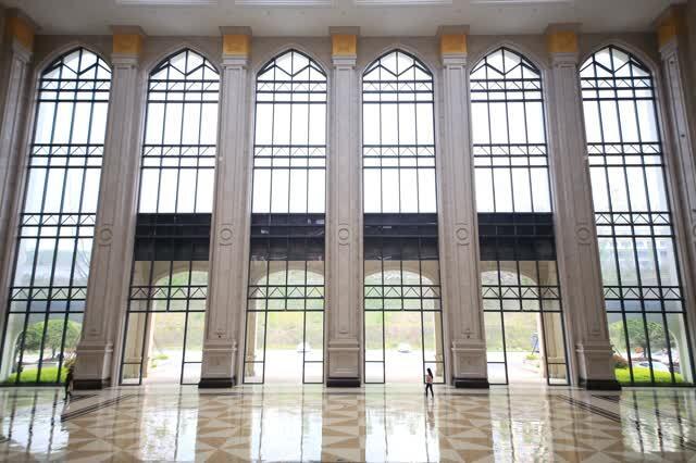"""""""全校最有欧式风情的建筑就是食堂了."""""""