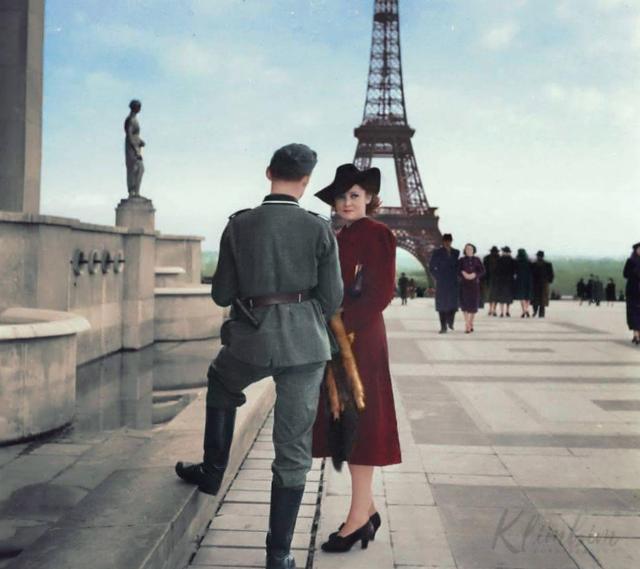 二战期间德军占领法国巴黎,一名德国国防军士兵与一名法国女性在巴黎