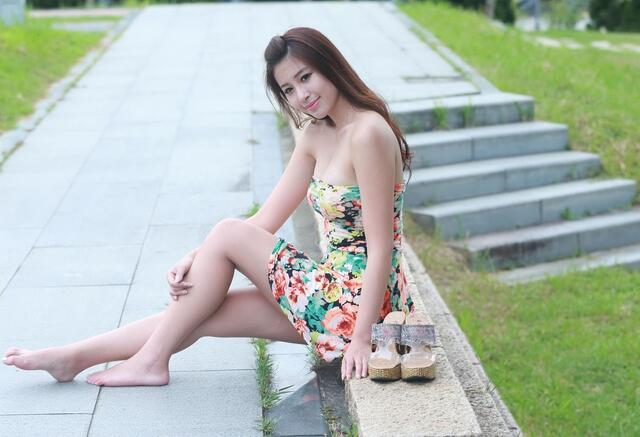 世界超短裙第一名不是日本是中国 当地妹子们的裙子仅有16厘米长