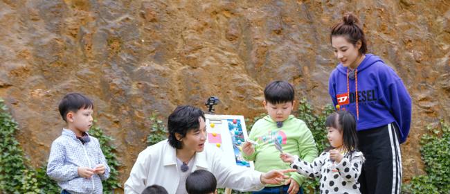 王弢刘璇分享鼓励式教育 《童言有计2》聚焦跨代成长