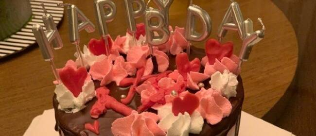 超甜!向佐生日晒郭碧婷为他亲手做的蛋糕:我也太感动了