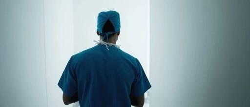 34岁小伙口述:加班胸口疼了一下,离死亡竟这么近