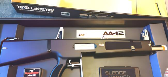 """世界十大恐怖武器之一 """"喷子""""AA12全自动霰弹枪"""