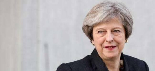 """英首相提出""""全新大胆""""的脱欧协议 松口提议二次公投"""