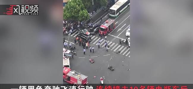 江苏常州车祸致3死10伤 女子崩溃大哭:我们撞了好多人