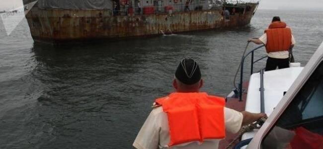 实拍:疑朝鲜渔民越界捕捞 俄方扣押时遭开枪反抗