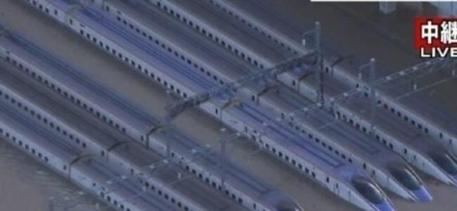 实拍:台风海贝思强袭日本 多辆新干线列车泡水