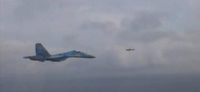 """真酷!有人开着苏-27战斗机""""追""""导弹"""