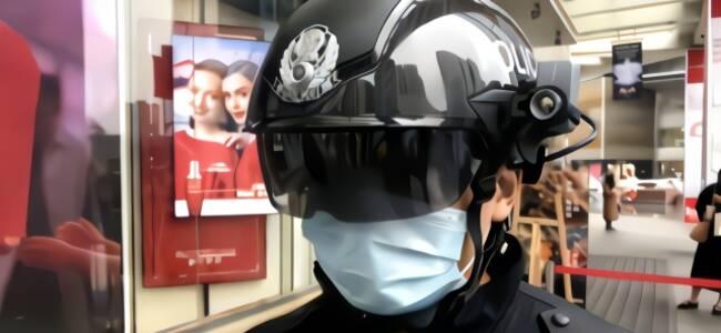 """""""机械战警""""头盔亮相成都 2分钟筛查记录上百人体温"""