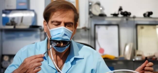 """以色列抗疫黑科技:就餐戴""""机械嘴""""口罩"""
