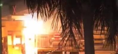 暴徒火烧无辜市民完整画面曝光 香港市民怒斥:香港之耻