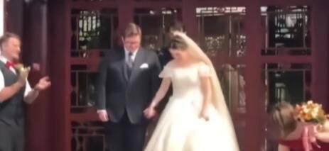 高校外教校内办婚礼 伴娘:中国很安全