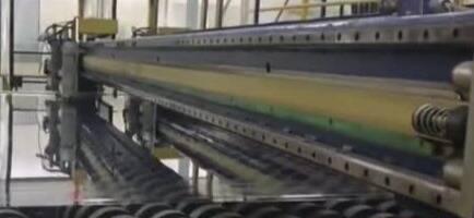 """一段视频告诉你""""超薄""""玻璃究竟可以做得多薄"""