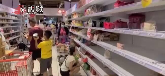 台湾疫情暴发引发抢购潮 口罩秒涨50新台币顾客傻眼
