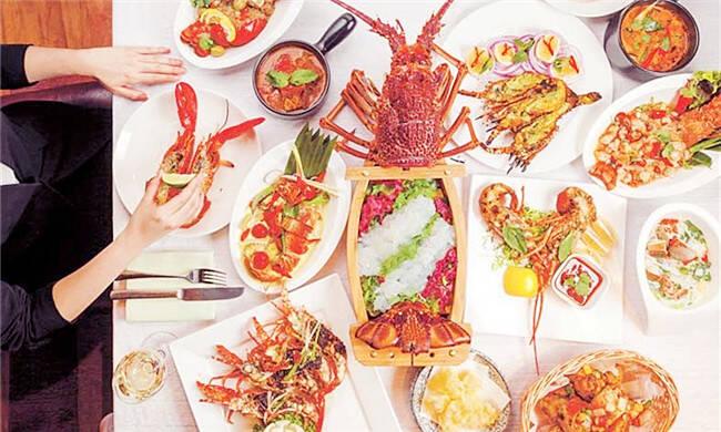 30位大厨现场烹饪170种美食