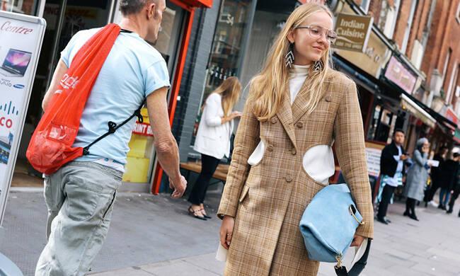 伦敦时装周最美街拍:英伦潮人以色彩搭配取胜