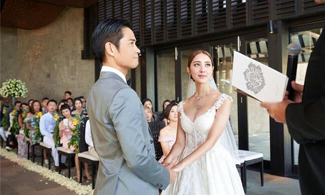27岁港姐冠军嫁49岁男星,忘年恋被疑奉子成婚