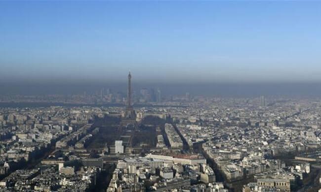 """法国巴黎雾霾笼罩 5日达到此轮污染的峰值"""""""