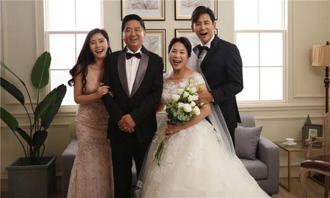 好幸福,秋瓷炫陪中国公婆拍婚纱照