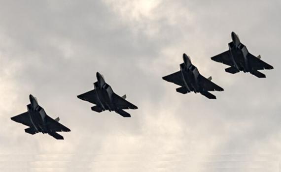 F22现身波兰炫耀武力 俄罗斯:老飞机不可怕