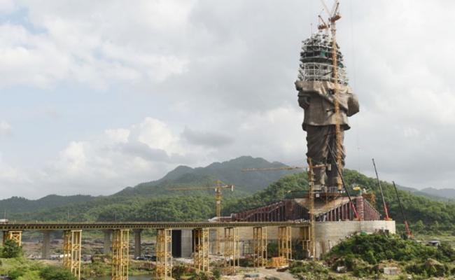 """印度:耗资28亿造""""世界最高""""塑像"""