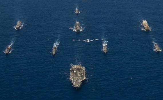 针对谁?美军最强航母、轰炸机齐聚西太军演