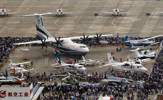 珠海航展:首个公众日10万人观展