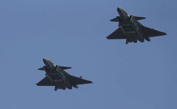 四架歼-20战机飞临珠海航展 开启弹仓展示挂弹能力