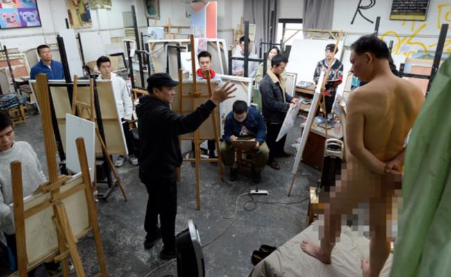 67岁的裸模 学生说他真实而坦诚