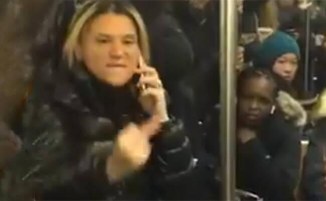 纽约地铁一白人大骂乘客