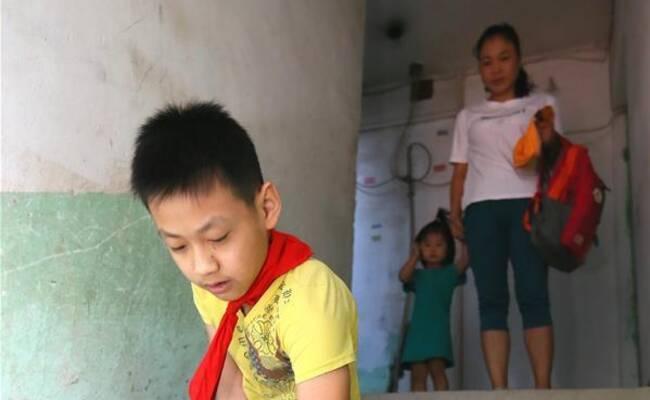 11岁无腿少年的开学第一天