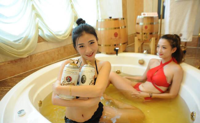 美女啤酒温泉浴
