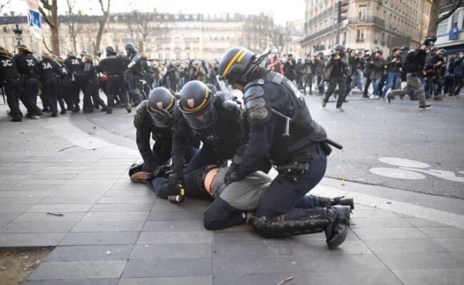 法国民众持续抗议警察暴力