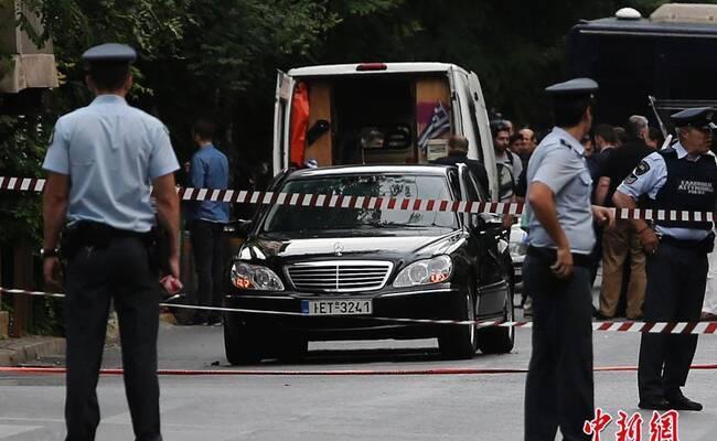 希腊前总理因车内邮件炸弹爆炸受伤