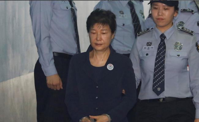 朴槿惠出席首次公审
