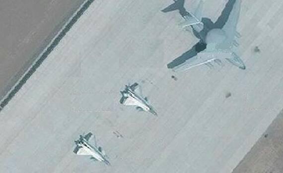 3架歼20同时现身 或搭档空警2000亮相重大活动