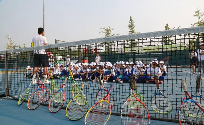 """开学季 """"中网小画家""""为蒲公英中学带来一堂特别的网球课"""