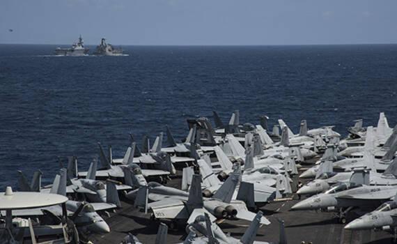 美军航母与日本
