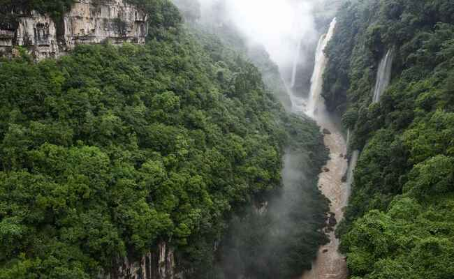 贵州马岭河峡谷丰水期