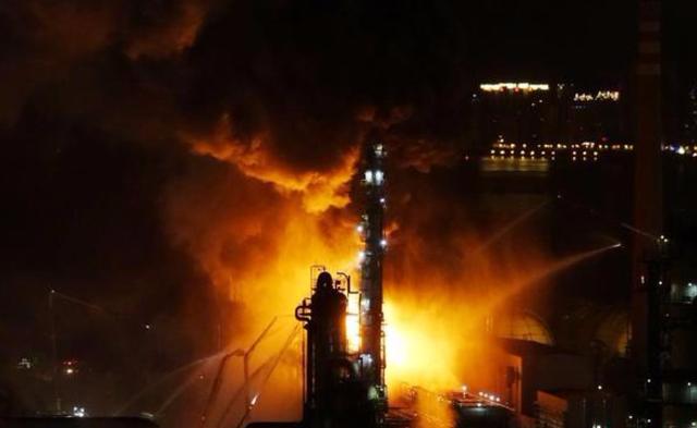 中石油大连石化分公司火灾现场|现场图