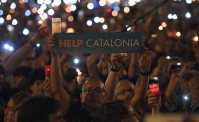 加泰独立领袖被收押  20万人上街游行丨现场图