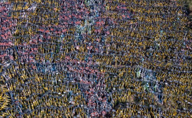 这是被管理人员清理的万辆共享单车