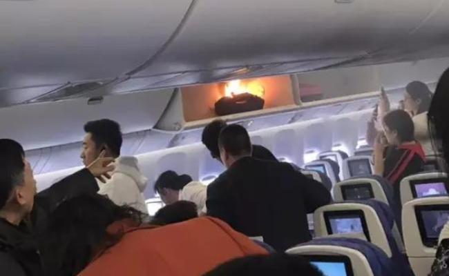 南航客机上充电宝起火现场