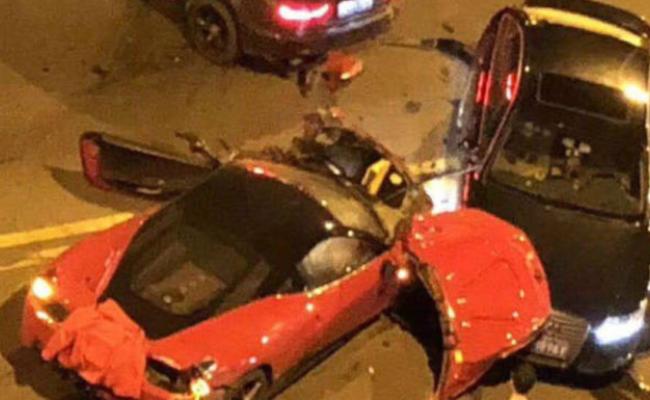 浙江法拉利深夜狂飙 连撞数辆豪车