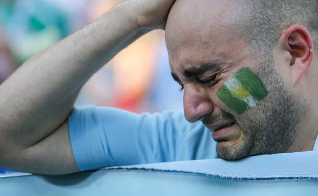 """为了祖国,阿球迷哭着为""""敌国""""加油"""